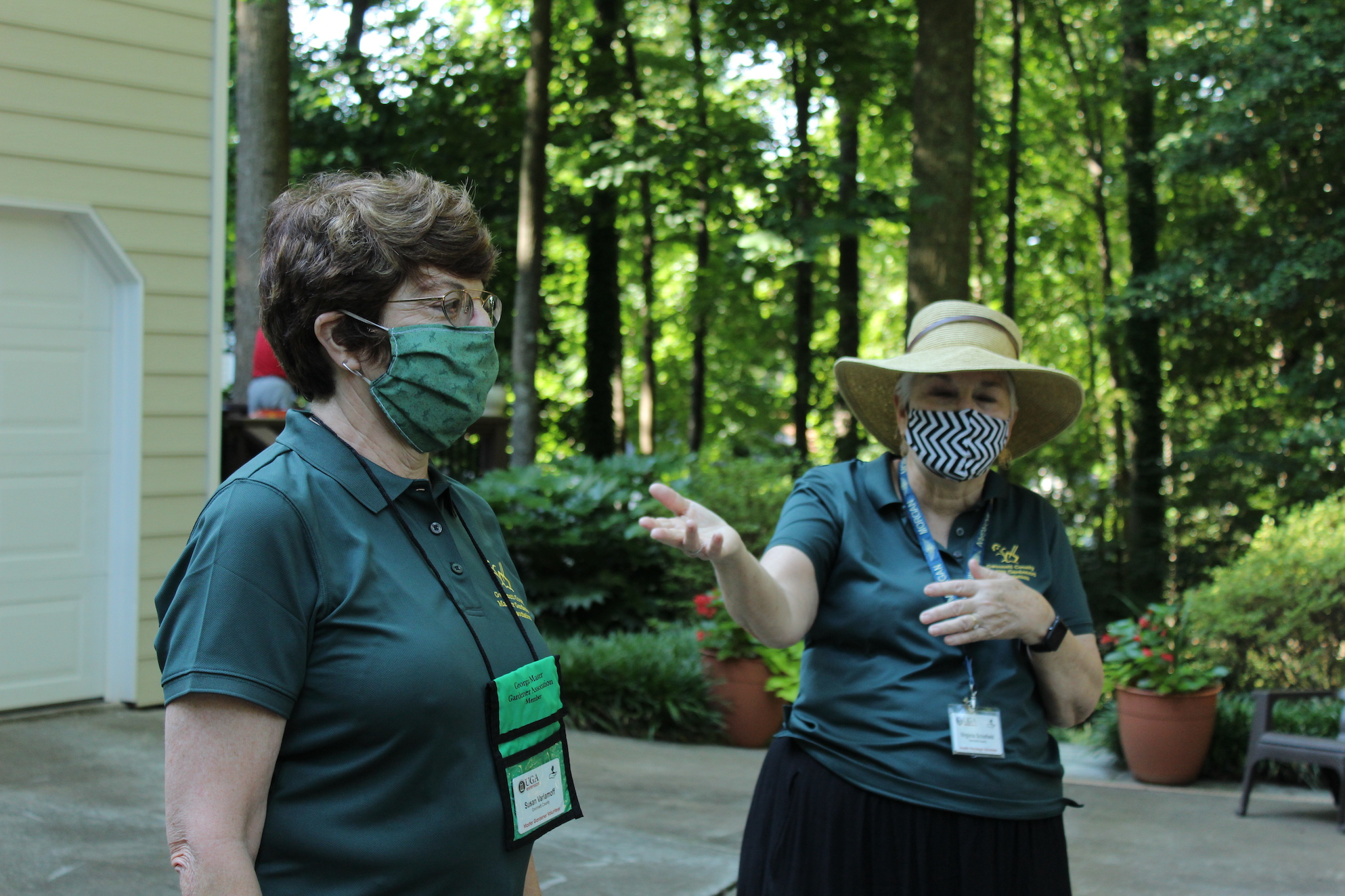Varlamoff Garden: Susan (l) is masked, distanced and ready for the tour